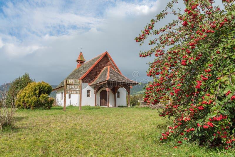 Capilla en el campo cerca de Puerto Varas, Chile fotografía de archivo libre de regalías