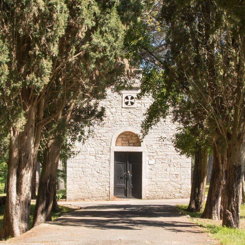 Capilla en el parque nacional de Brioni, Croacia imagenes de archivo