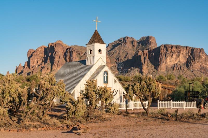 Capilla en las montañas de la superstición de Arizona imágenes de archivo libres de regalías