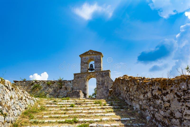 Capilla ortodoxa en el castillo veneciano de Agia Maura - isla griega de Lefkada imagen de archivo