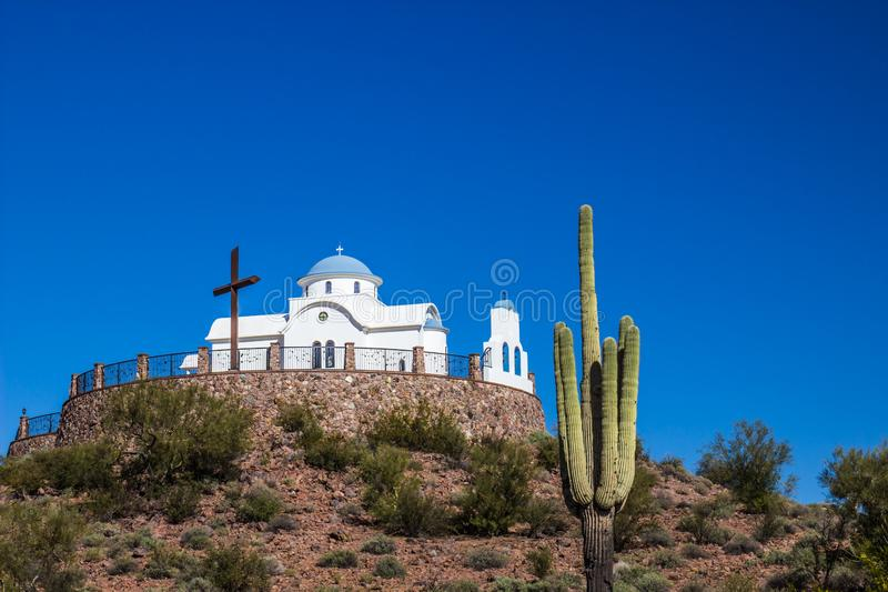 Capilla religiosa en el desierto de Arizona fotos de archivo