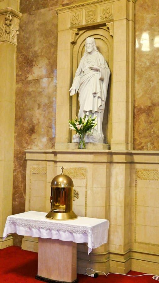 Capilla religiosa y altar cristianos o católicos para los devotos imágenes de archivo libres de regalías