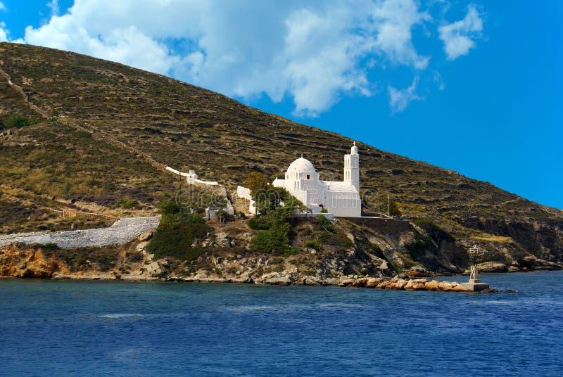 Capilla tradicional griega en la isla del IOS fotografía de archivo