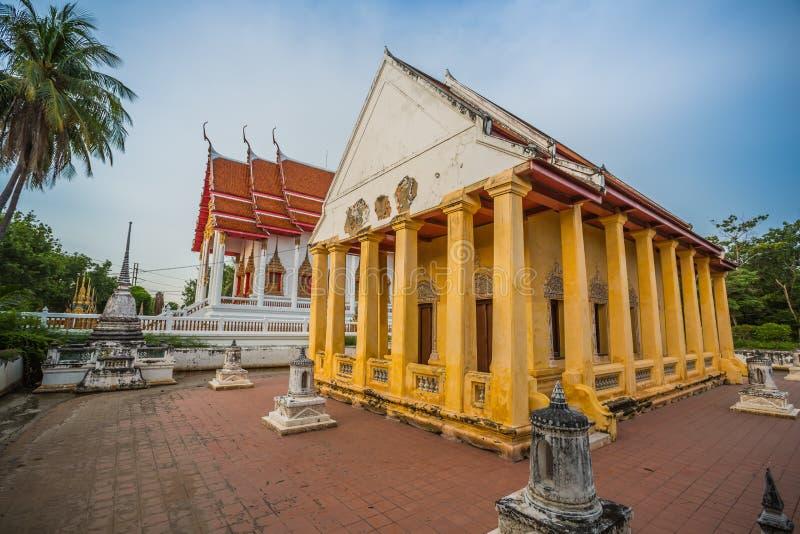 Capilla vieja en estilo chino del templo tailandés, Wat Bang Pla - Samut Sakhon, Tailandia fotografía de archivo