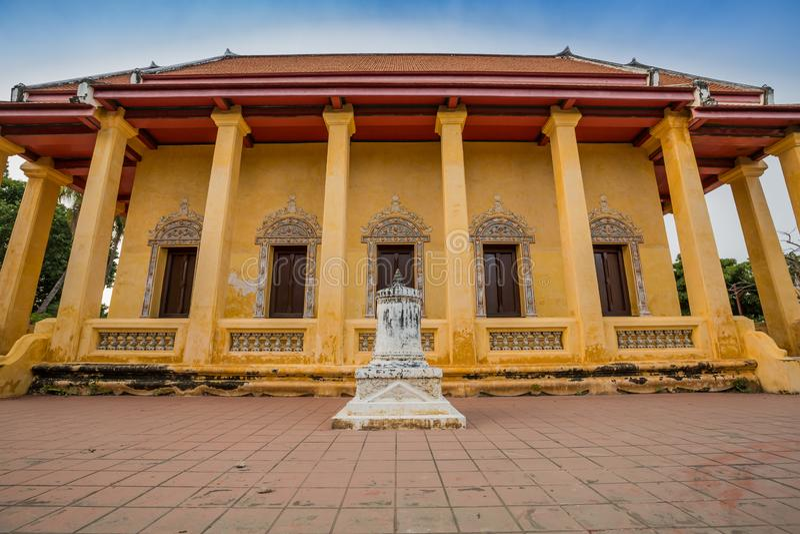 Capilla vieja en estilo chino del templo tailandés, Wat Bang Pla - Samut Sakhon, Tailandia imagenes de archivo