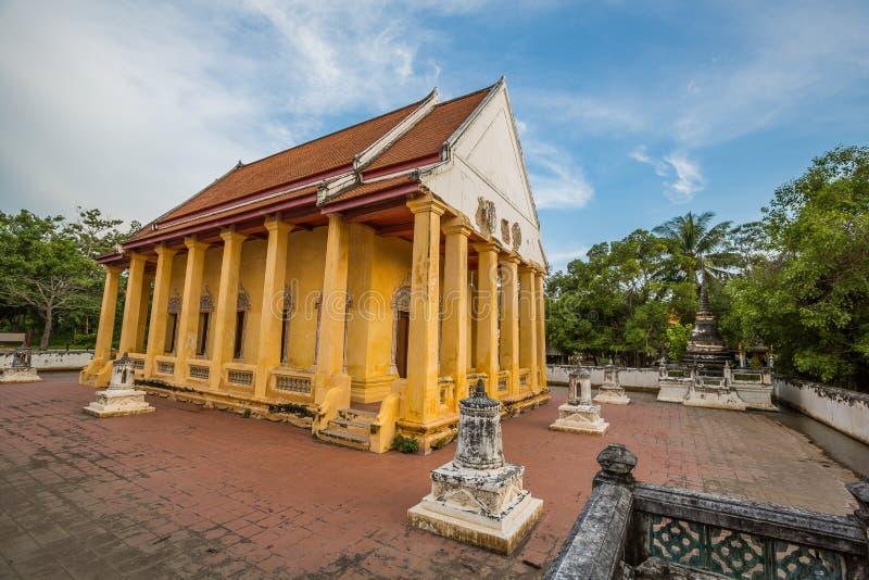 Capilla vieja en estilo chino del templo tailandés, Wat Bang Pla - Samut Sakhon, Tailandia fotos de archivo libres de regalías