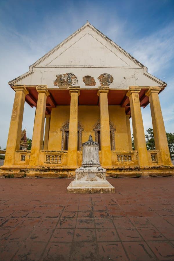 Capilla vieja en estilo chino del templo tailandés, Wat Bang Pla - Samut Sakhon, Tailandia fotos de archivo