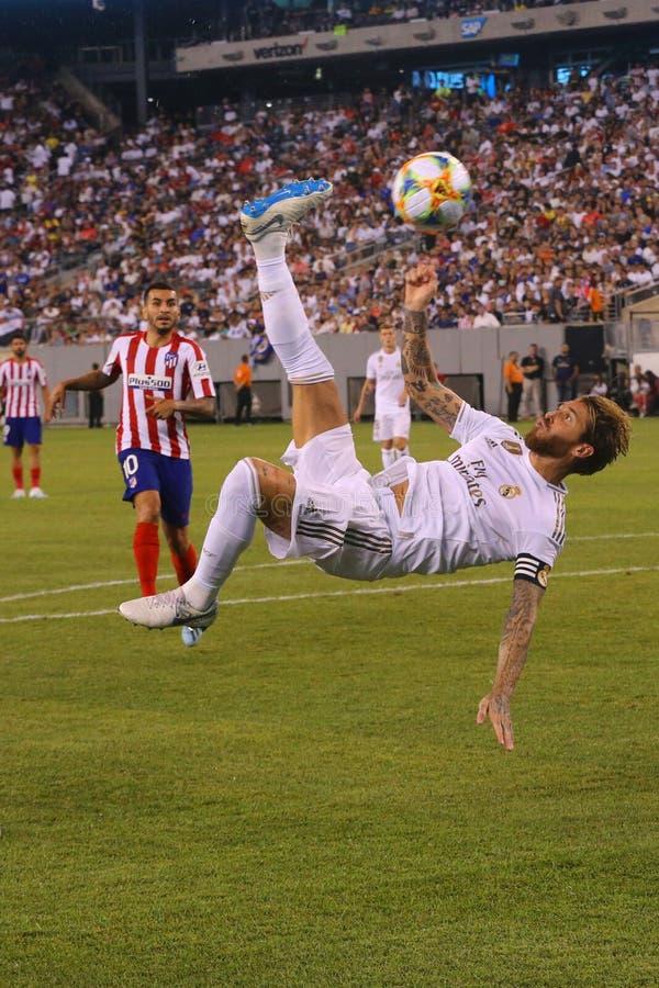 Capitán y defensa central Sergio Ramos del Real Madrid #4 que realiza un retroceso de bicicleta durante el partido internacional  fotografía de archivo libre de regalías