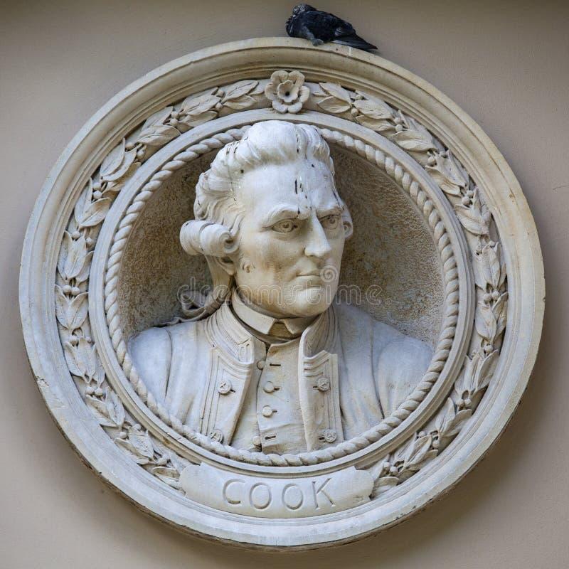 Capitão James Cook Medallion Bust em Greenwich imagens de stock