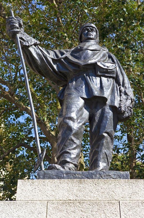 Capitão Robert Falcon Scott Statue em Londres foto de stock