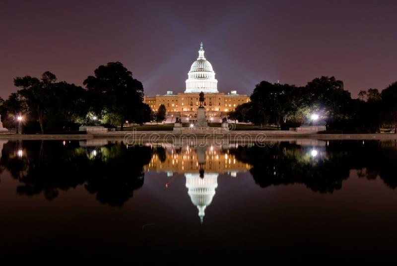 Capitólio de Estados Unidos na noite imagem de stock royalty free