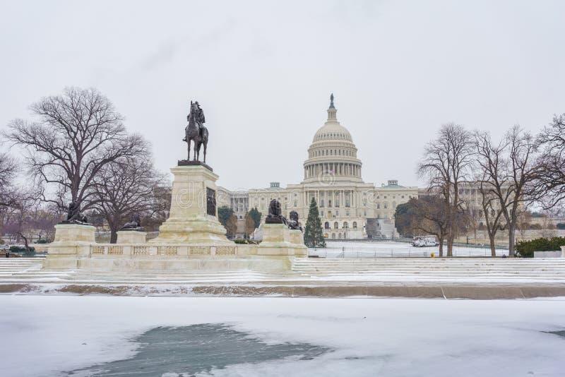Capitólio dos E.U. no Washington DC no inverno fotos de stock royalty free