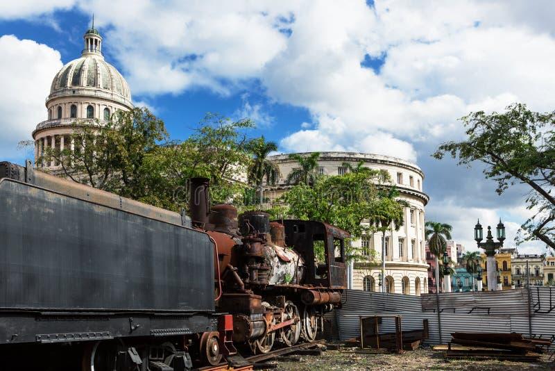 Capitólio e a locomotiva de vapor fotos de stock royalty free