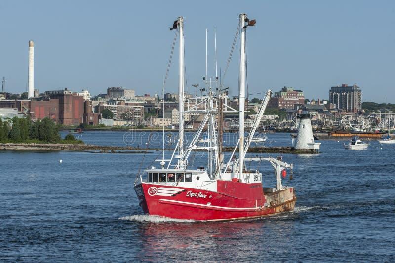 Capit?n de buque pesquero Jesse con el fondo de la costa de New Bedford fotos de archivo libres de regalías