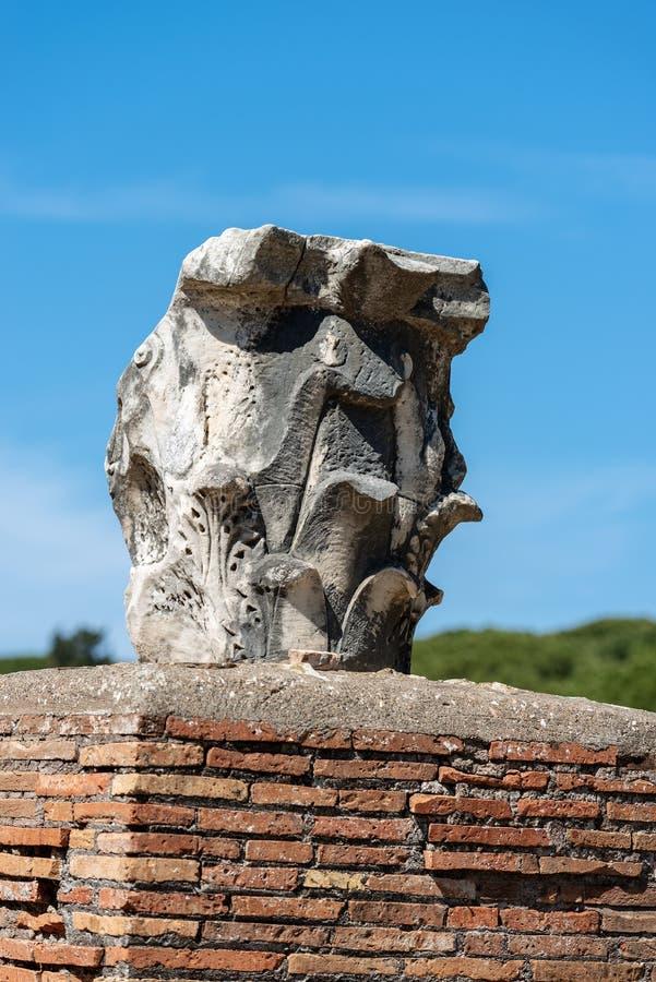 Capital dans le style corinthien - Ostia Antica Rome photographie stock