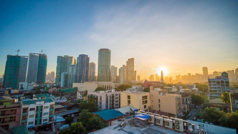 A capital das Filipinas é Manila Cidade de Makati Alvorecer adiantado na cidade foto de stock royalty free