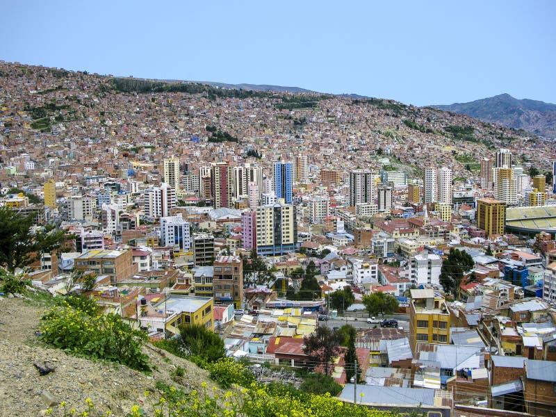 Capital de Bolivia - La Paz - opinión sobre los suburbios fotos de archivo
