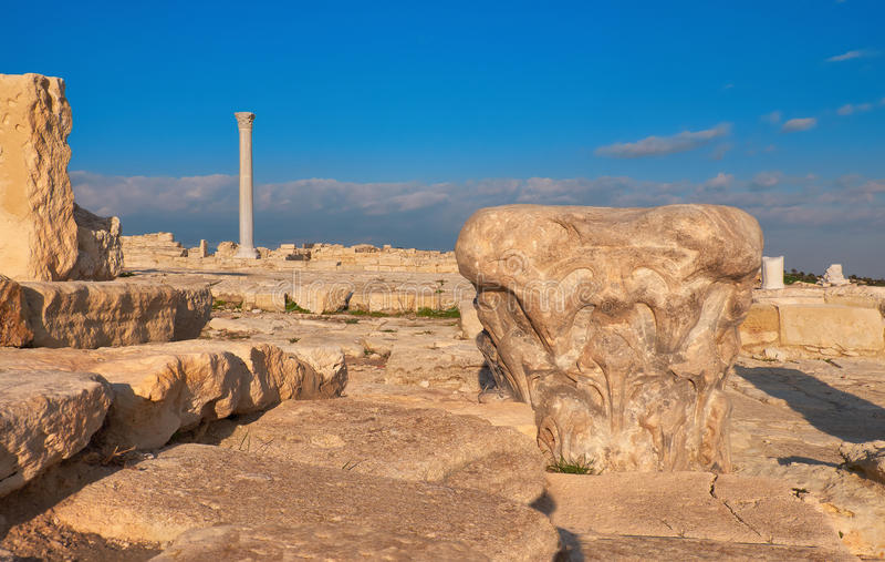 Capital de colonne antique au site archéologique de Kourion images stock
