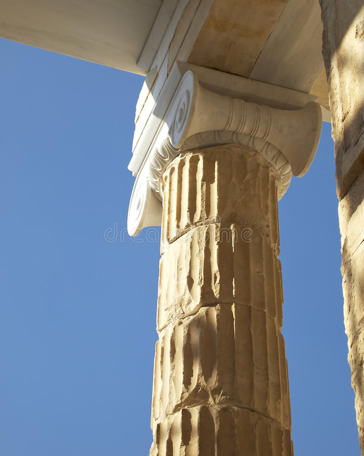 Capital de columna jónico fotografía de archivo