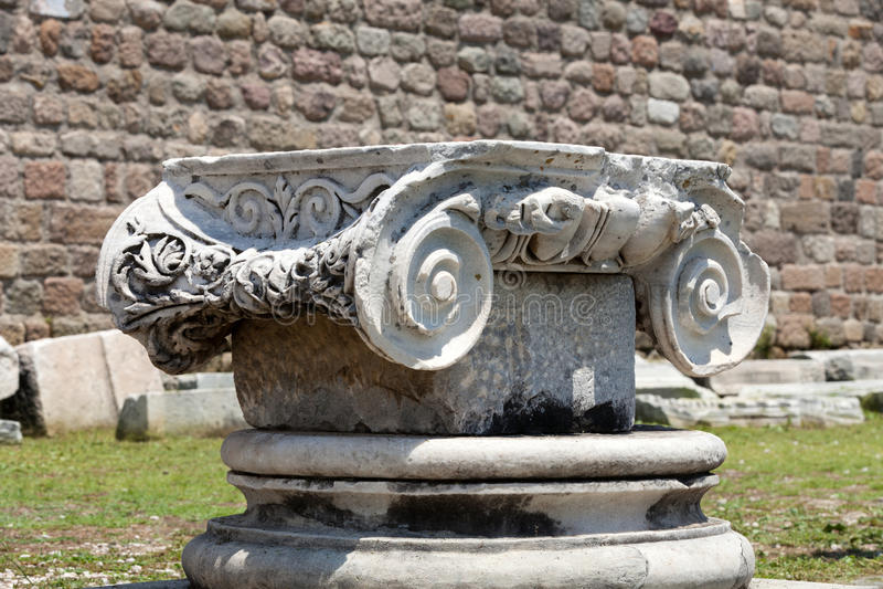 Capital de columna jónico foto de archivo libre de regalías