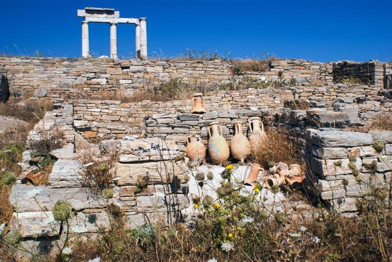 Capital de columna jónico, detalle arquitectónico en la isla de Delos imagenes de archivo