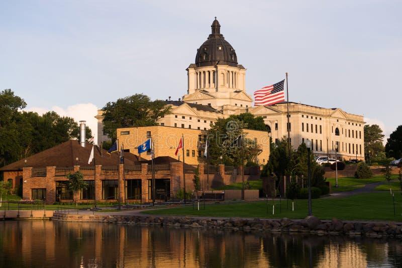 Capital de estado de aumentação de Sun South Dakota que constrói Hughes County Pierre imagens de stock