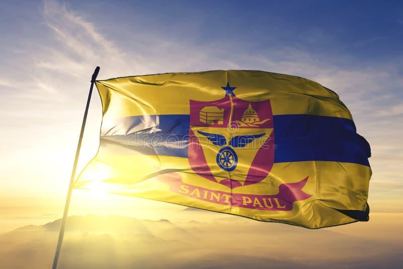 Capital de la ciudad de Saint Paul de Minnesota de la tela del paño de la materia textil de la bandera de Estados Unidos que agit ilustración del vector