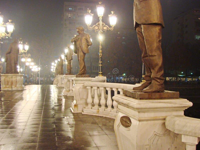 A capital de Macedônia Skopje na Noite de Natal fotografia de stock royalty free