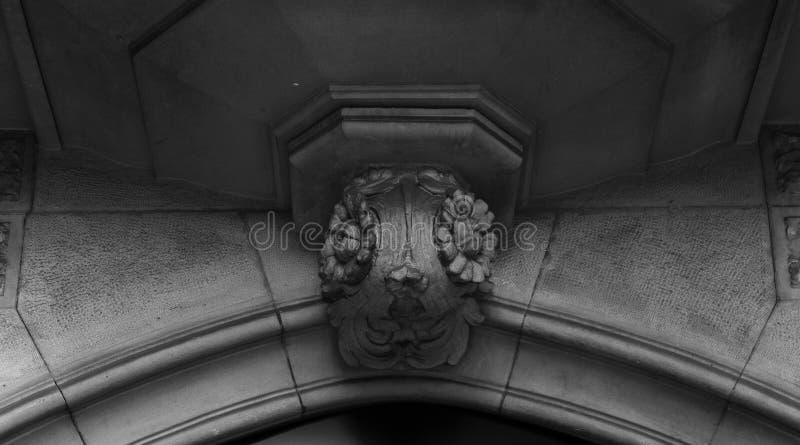 Capital floral spécial sous le balcon photographie stock libre de droits