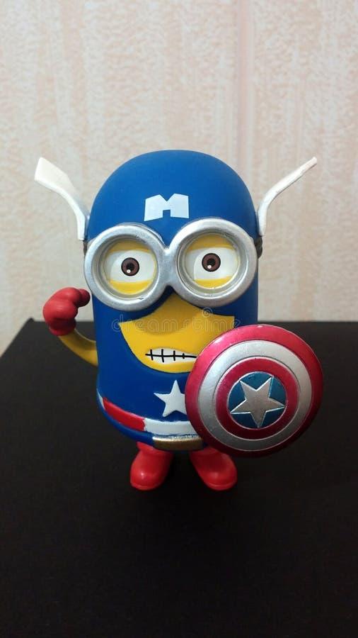 Capitano America Minion fotografie stock libere da diritti