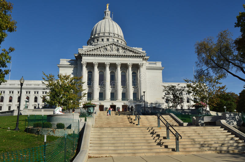 Download Capitol Building In Madison, Wisconsin Editorial Stock Photo - Image: 21710128