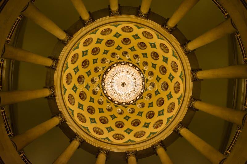 Capitol des USA établissant l'architecture souterraine de lustre de crypte dedans images stock