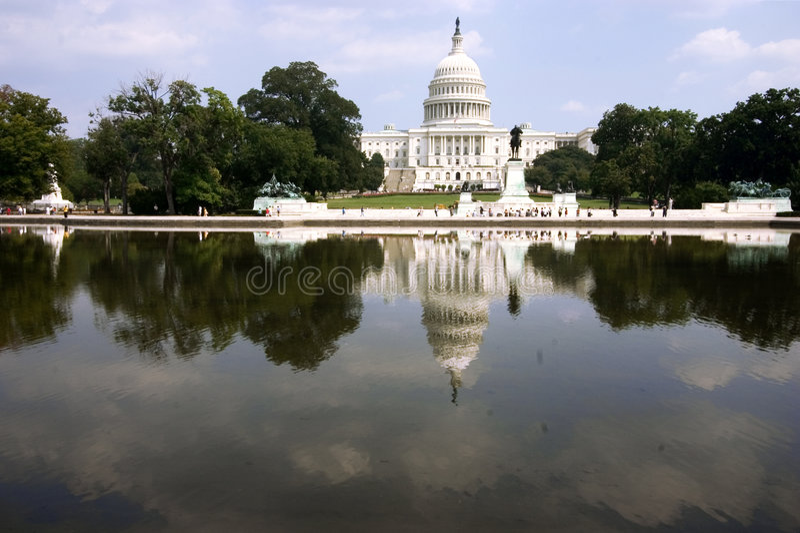 Download Capitol dess reflexion arkivfoto. Bild av president, politikar - 233374