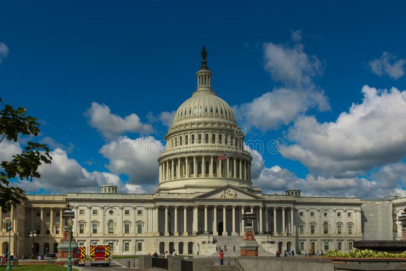 Capitol Hill sotto un cielo drammatico su un pomeriggio di autunno fotografia stock