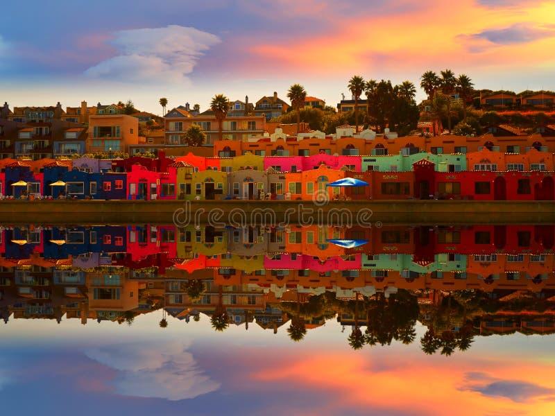 Capitola海滩和反射在不可思议的日落 库存照片