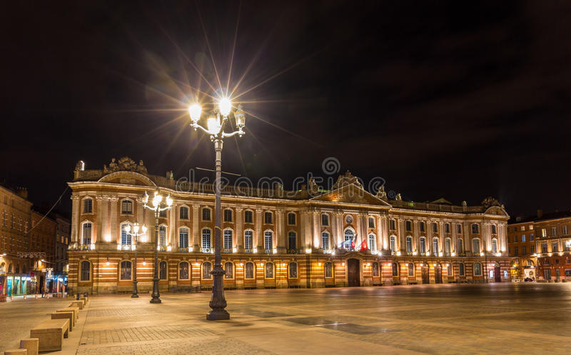 Capitole de图卢兹在夜之前-法国,密地比利牛斯 图库摄影