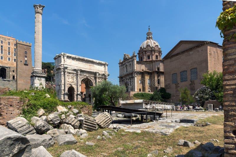 Capitoline kulle, Septimius Severus Arch på Roman Forum i stad av Rome, Italien royaltyfri foto