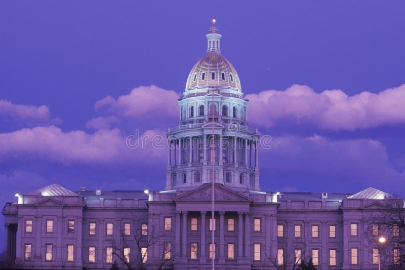 Capitolio del estado de Colorado en la noche foto de archivo libre de regalías