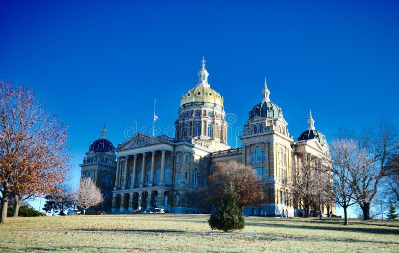 Capitolio del estado de Iowa en una colina fotos de archivo