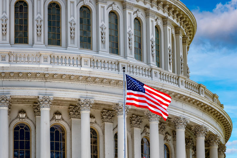 Capitolio del Washington DC en el cielo nublado imagen de archivo