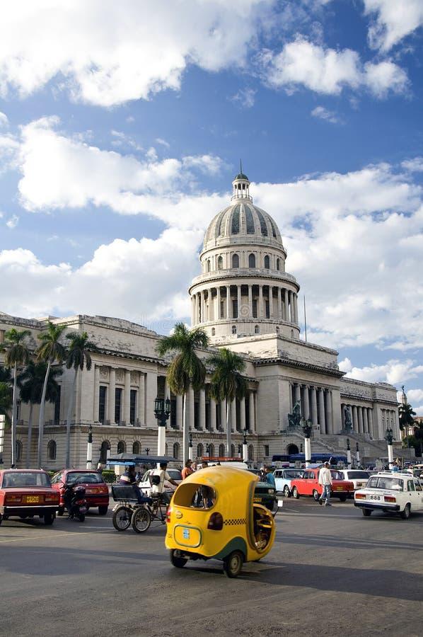 Capitolio y el cocotaxi, La Habana, Cuba foto de archivo libre de regalías