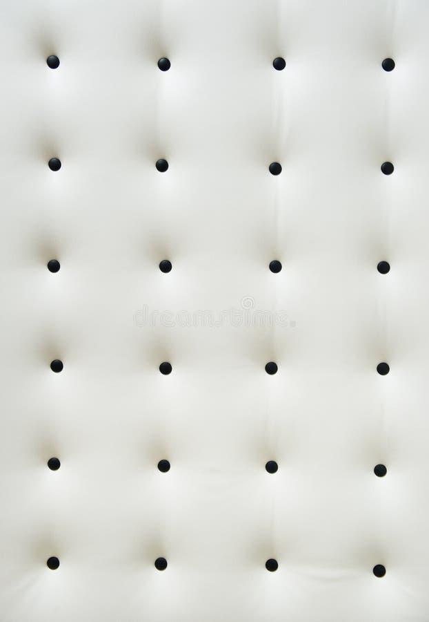 capitonnage de cuir blanc avec les boutons noirs photo stock image du rev tement noir 23324666. Black Bedroom Furniture Sets. Home Design Ideas