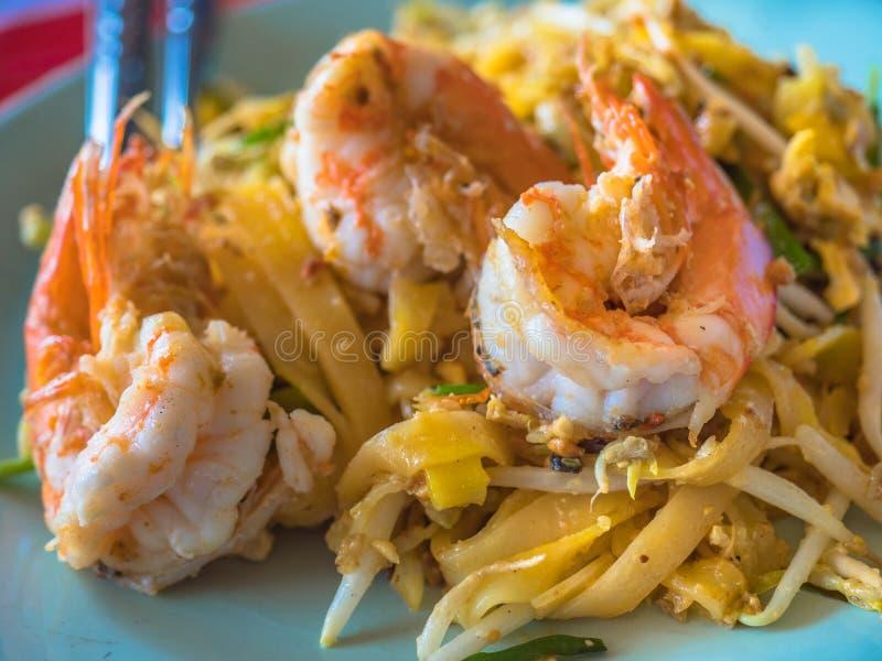 Capitonnez le gazon ou le Fried Rice Sticks thaïlandais de Goong avec le style de nourriture de Shrimp photo stock