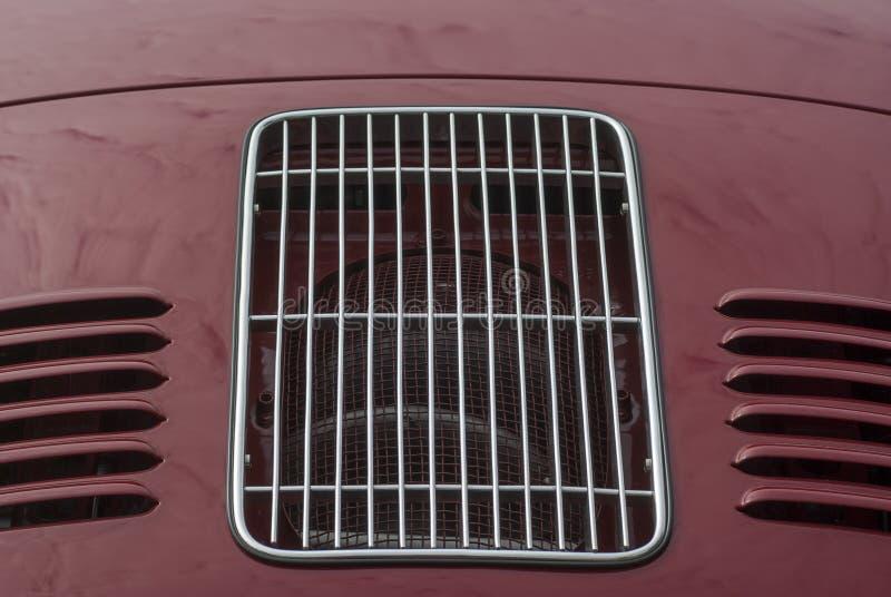 Capo con las ranuras de la parrilla y de la ventilación de un oldtimer Porsche foto de archivo libre de regalías