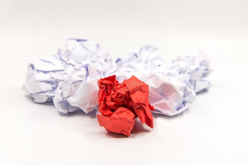 Capo di carta della palla sgualcito rosso Creatività di affari, immagine stock libera da diritti