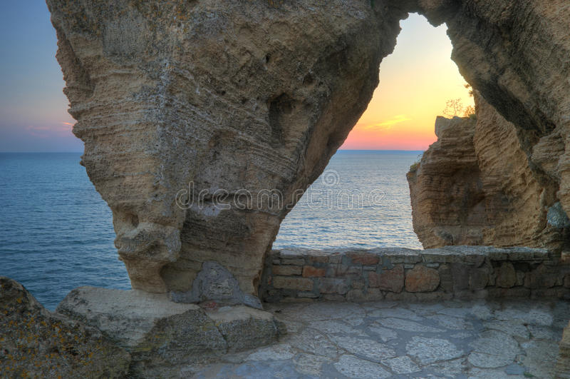 Capo di Kaliakra - paesaggio della spiaggia con le rocce immagini stock libere da diritti