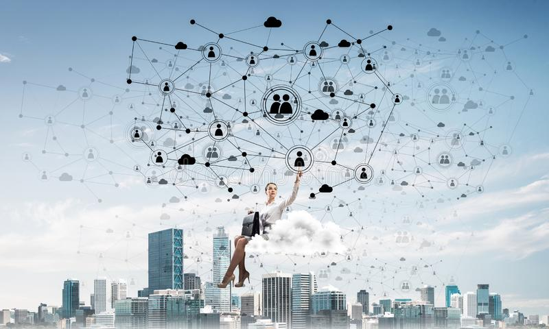 Capo di signora o galleggiante elegante del ragioniere sul concetto della rete e della nuvola fotografie stock libere da diritti