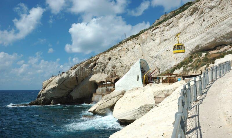 Capo famoso di nikra di Rosh ha del punto di riferimento con le bei caverne e grot fotografia stock libera da diritti