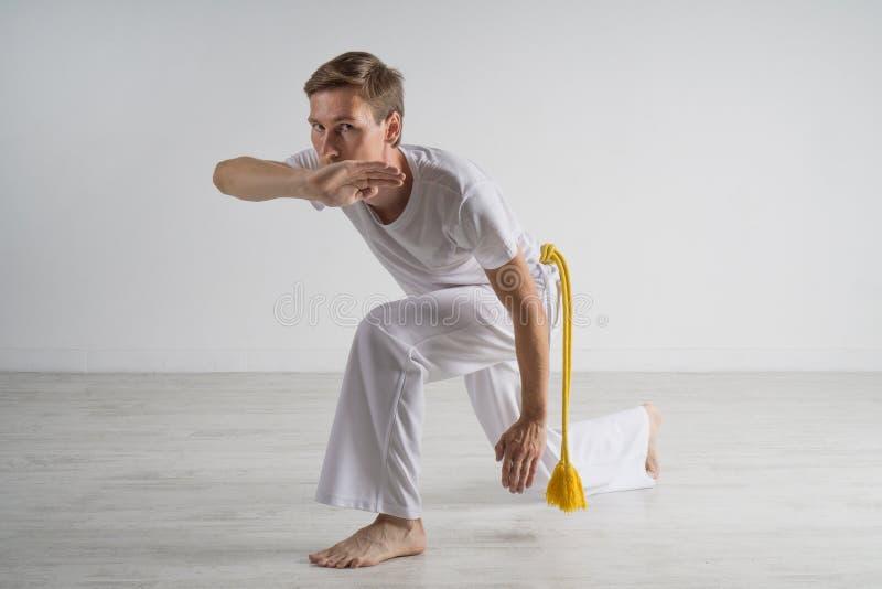 Capoeira άσκησης ατόμων, βραζιλιάνα πολεμική τέχνη στοκ φωτογραφίες