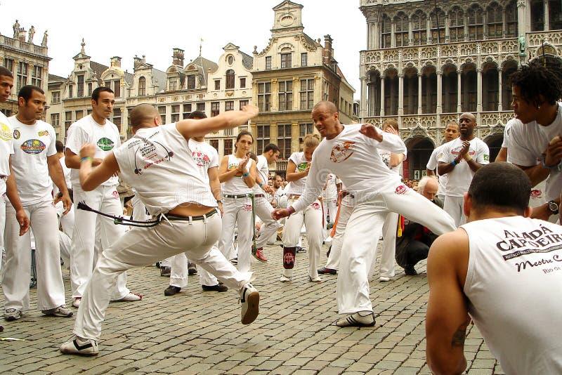 Capoeira på Grand Place arkivfoton